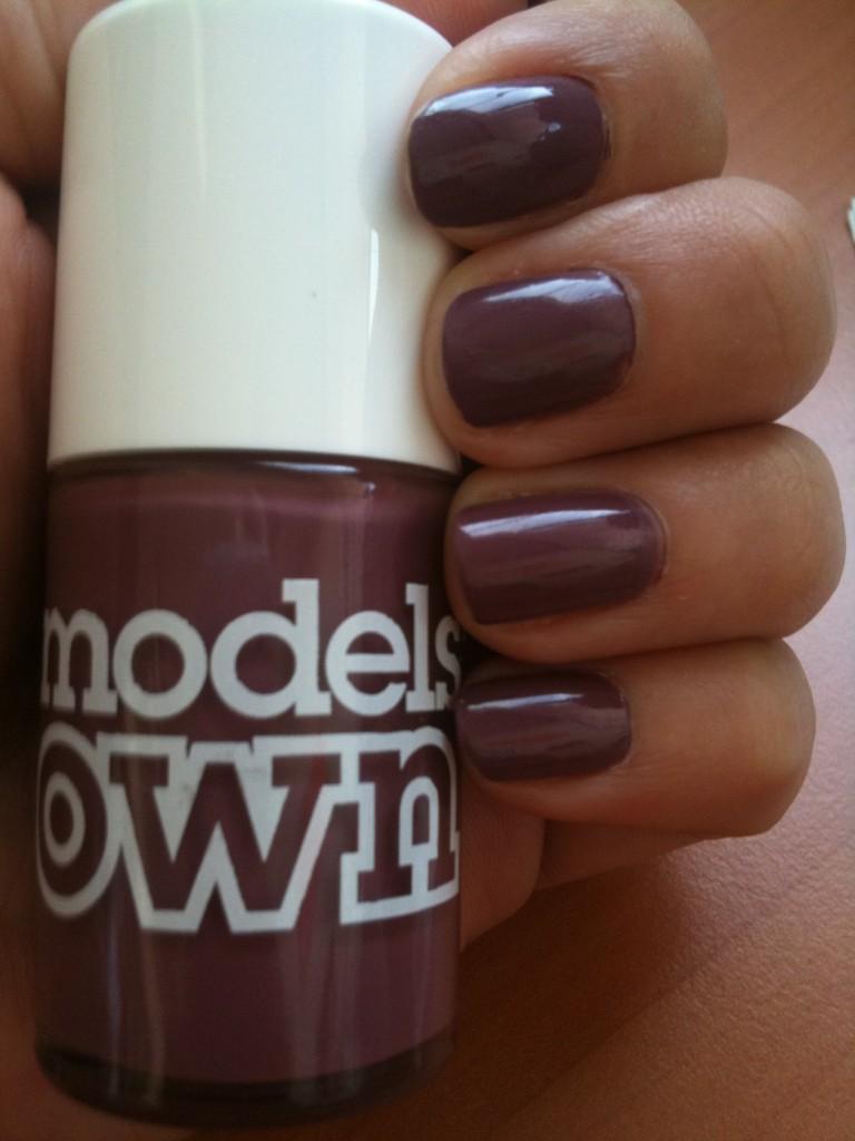 Vernis violet cendré qui ressemble au Paradoxal de Chanel