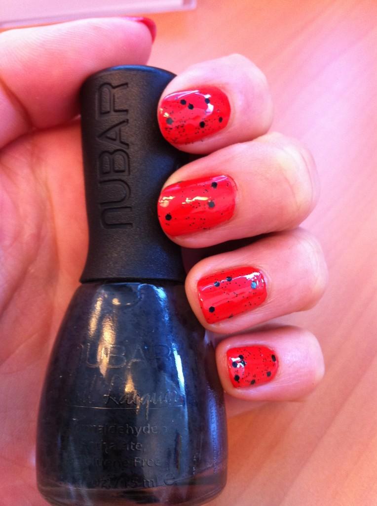 """Vernis """"Cherry"""" de Nubar + Top coat Black Polka Dot de Nubar"""