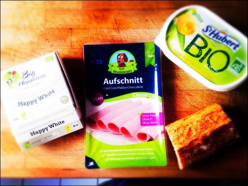 Du pain frais, de la margarine, de la charcut vegan, du camembert = le sandwich post gueule de bois.