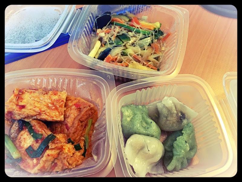 Déjeuner vegan au bureau (dans des barquettes en plastique pas écolo)